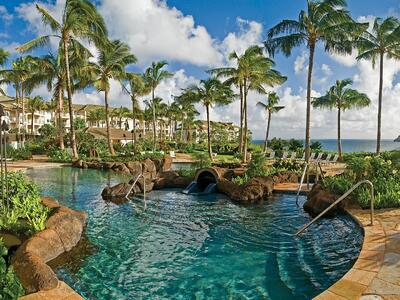 beautiful hotel and pool in Kauai